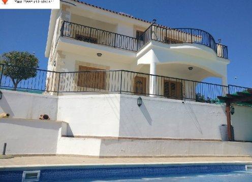 Aristo's Villa Fantastic 4 Bedroom detached Villa with private pool