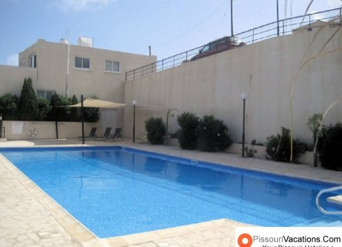 Tranquil 2 Bed Apartment overlooking communal Pool, Pissouri Village